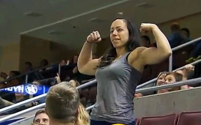 Woman Flexes In Front Of a Guy She Doesn't Know. His Response Is Perfect!