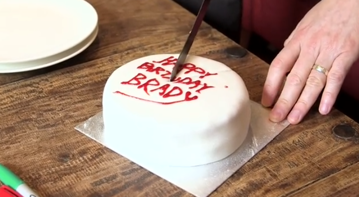 Images For Cake Cutting : I ve Been Cutting Cake The Wrong Way This Whole Time. How ...