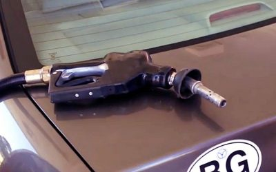 WATCH: This Guy Reveals A Gas Station Scam That May Have Already Cost You Money