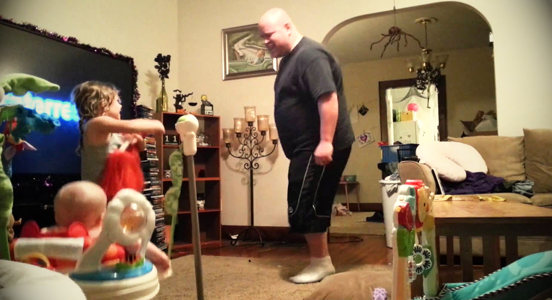 Mom Set Up A Hidden Camera To See What Dad Does When She\'s Gone ...