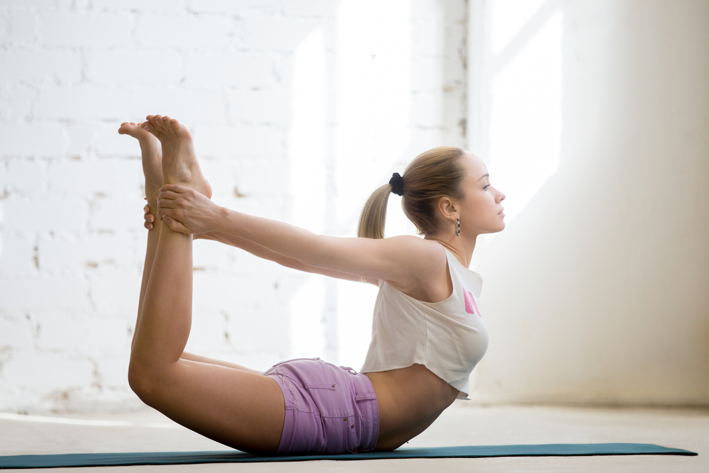 4 simple yoga poses that will get rid of your belly and back fat - Teenager girl simple home ...