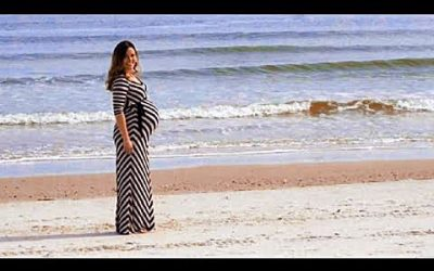 9-Months Pregnant Woman Does a Photo-Shoot By The Beach. At First It Seems Normal Til' You Take a Closer Look!