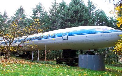 Man Renovates a Retired Airplane Into His House.